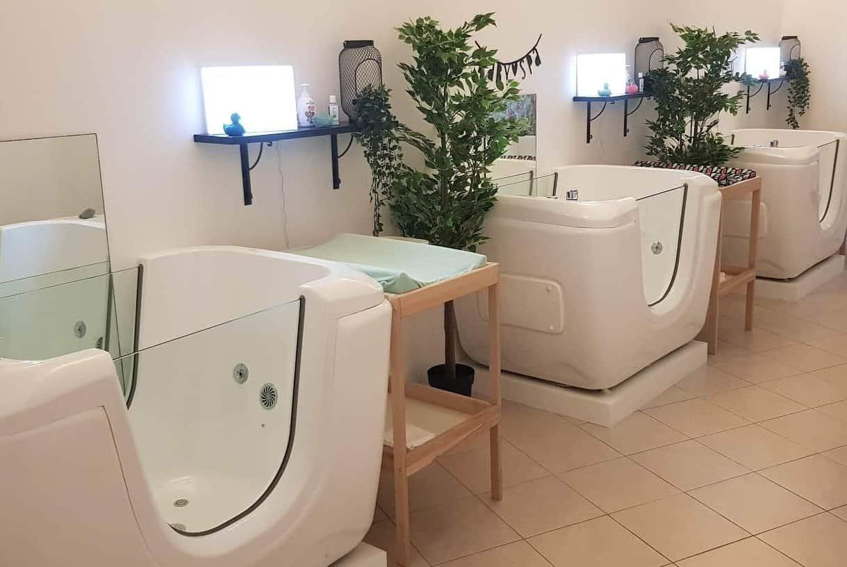 3 lege Babyspa baden naast elkaar